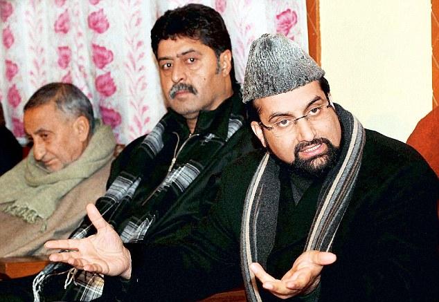 Srinagar: All Parties Hurriyat Conference Chairman Mirwiaz Umar Farooq with senior Hurriyat leader Bilal Gani Lone and Abdul