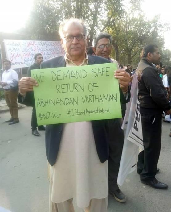 pakistan man demanding peace