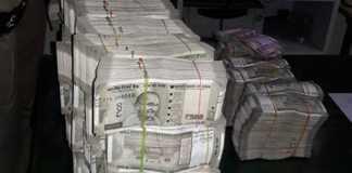 bikers thrown cash on road in kerala
