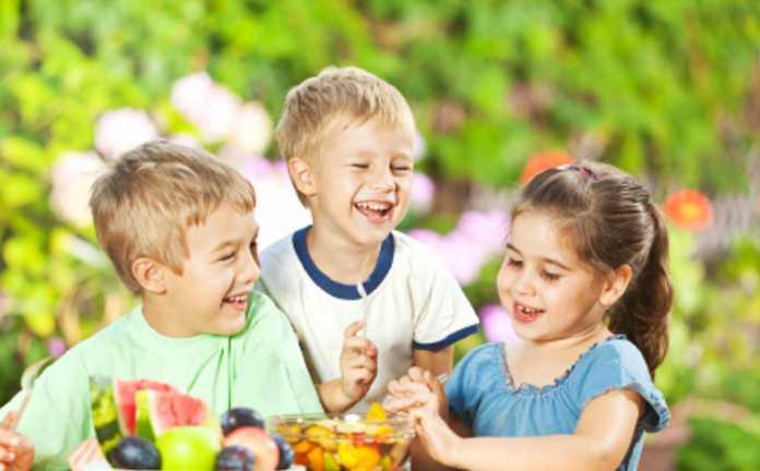 Happy-Kids-Eating