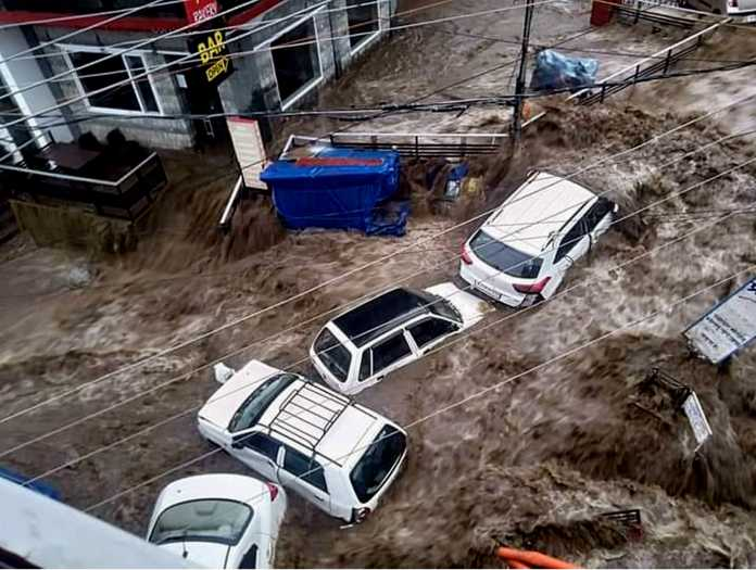 flood in himachal